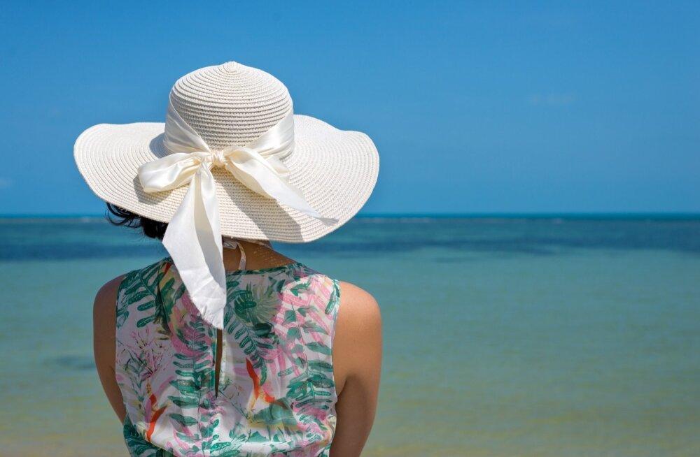 Kõrvetava päikese ja ohtliku UV-kiirguse eest kaitsevad lihtsad asjad – laia äärega kübar ja kas või õhuke riideese. Ning muidugi ka päikesekaitsekreemid.