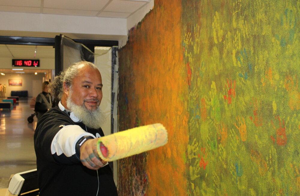 ФОТО: Смотрите, каким граффити художник с Гавайев украсил нарвский Дом детского творчества