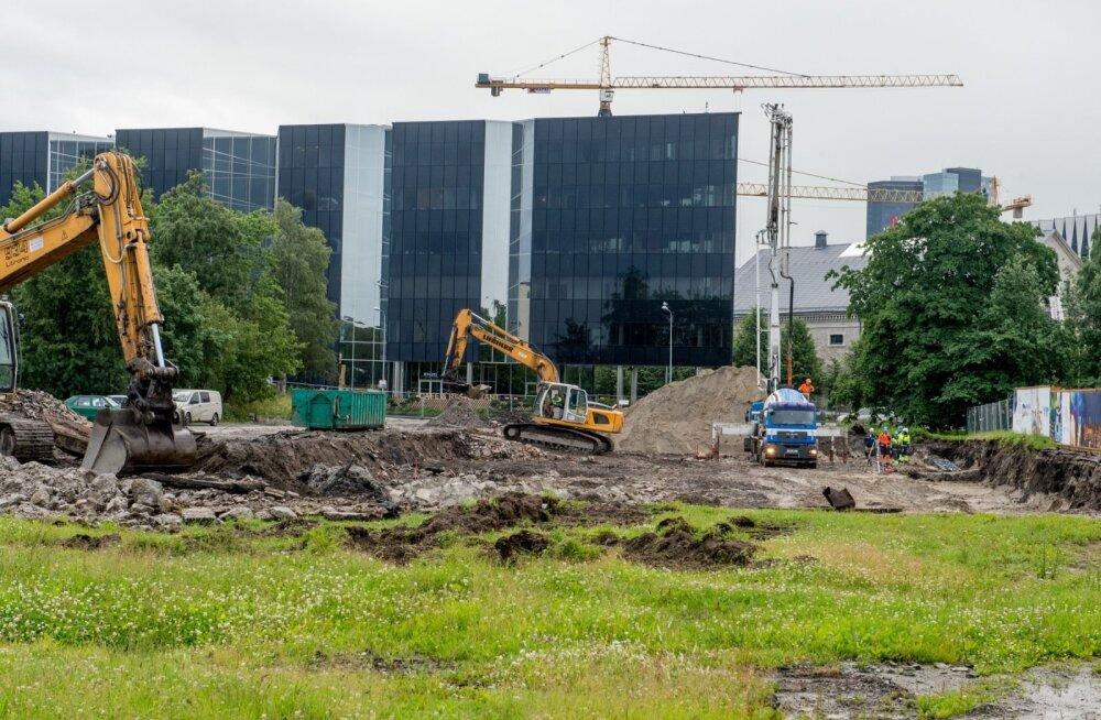 FOTOD: Tallinna sadamas arendatakse korraga kümneid tuhandeid ruutmeetreid kinnisvara