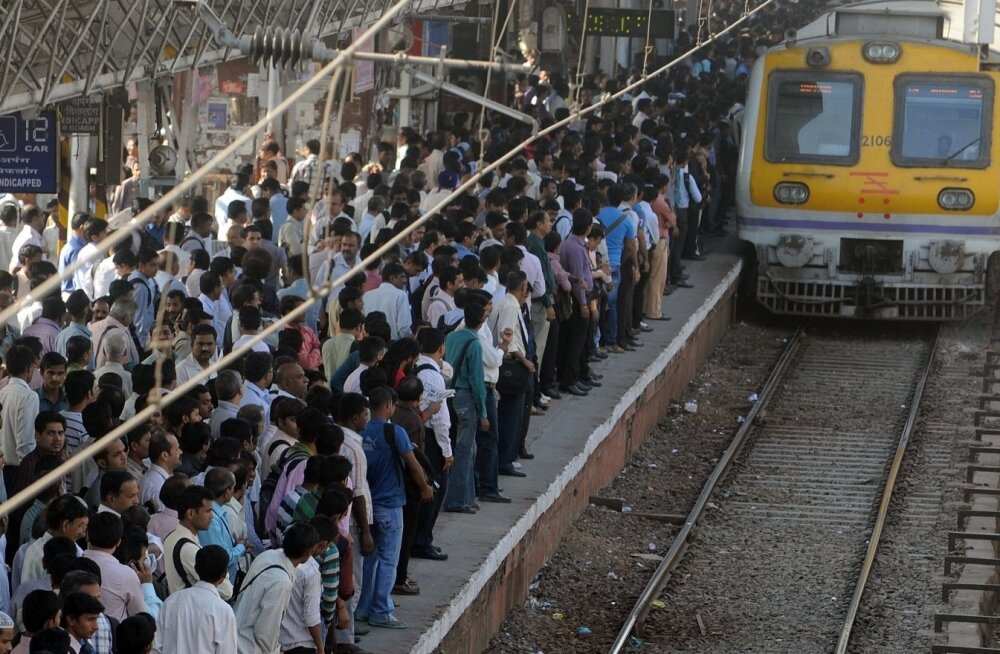 Mumbai raudteejaamas sai rüseluses üle 20 inimese surma