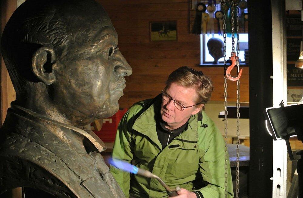 Sindis avatakse riigimees Julius Seljamaa monument