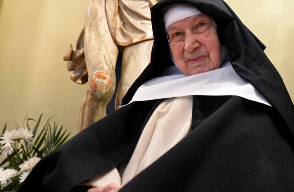В возрасте 110 лет умерла старейшая в мире монахиня, спасавшая евреев от нацистов