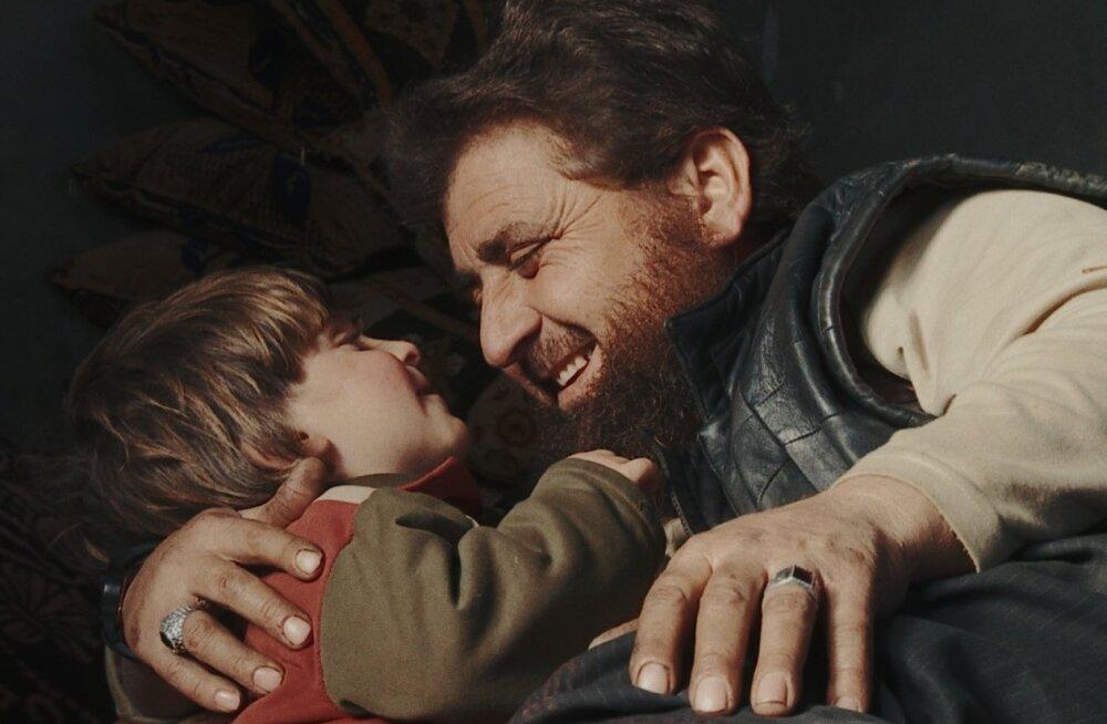 """""""Isadest ja poegadest"""" võitis Sundance'i filmifestivalil parima dokfilmi preemia."""