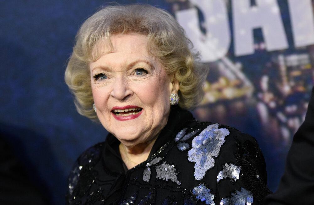 98aastane näitlejanna Betty White avaldab põhjuse, mis aitab tal nii kõrges vanuses positiivne olla
