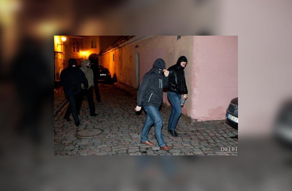 Kaitsepolitseinikud väljuvad Keskerakonna peakorterist