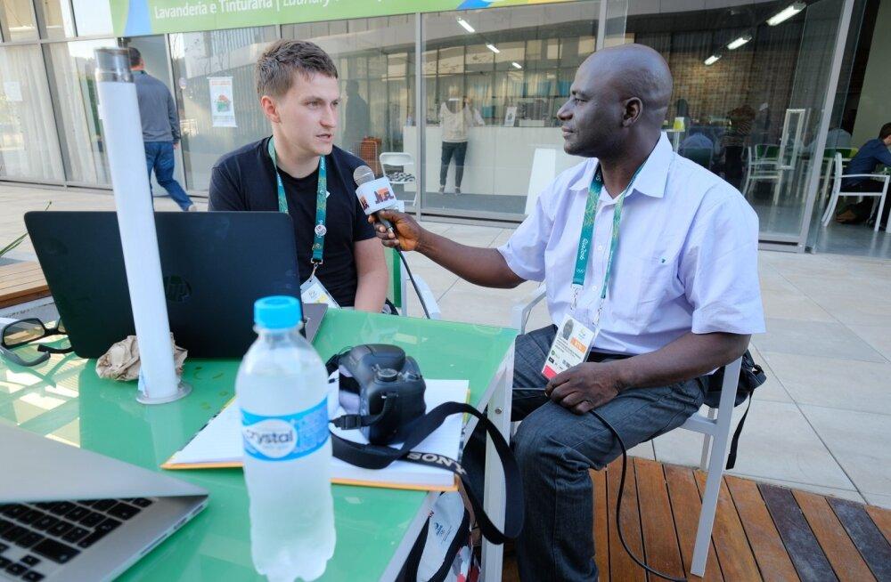 Nigeeria televisioon intervjueerimas Gunnarit ja Piiat