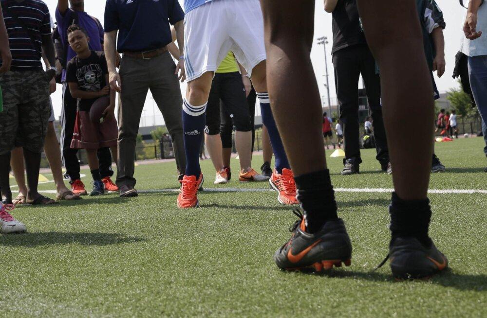 Endine Inglise tippjalgpallur: treener ahistas mind seksuaalselt 11.-15. eluaastani iga päev