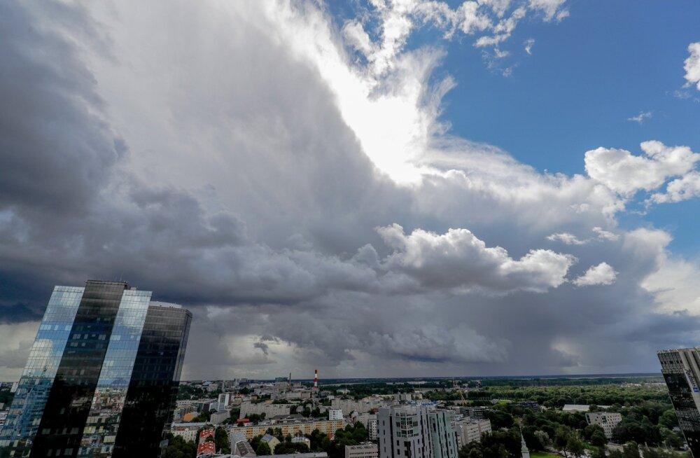 Soome meteoroloogid: Baltimaades on nädala keskel oodata ohtlikke äikesetorme