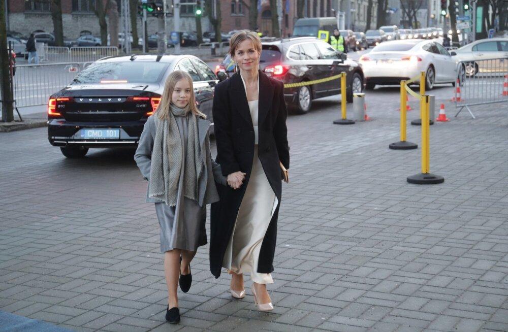 FOTO | Kui armas! Evelin Võigemast saabus presidendi vastuvõtule tütrega