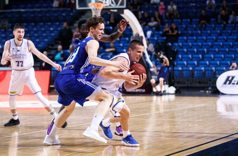 Eesti korvpallikoondis peab vältima brittide surve alla jäämist. Suur roll on selles kogenud Rain Veidemanil ja noorukesel Kristian Kullamäel (nr 77).