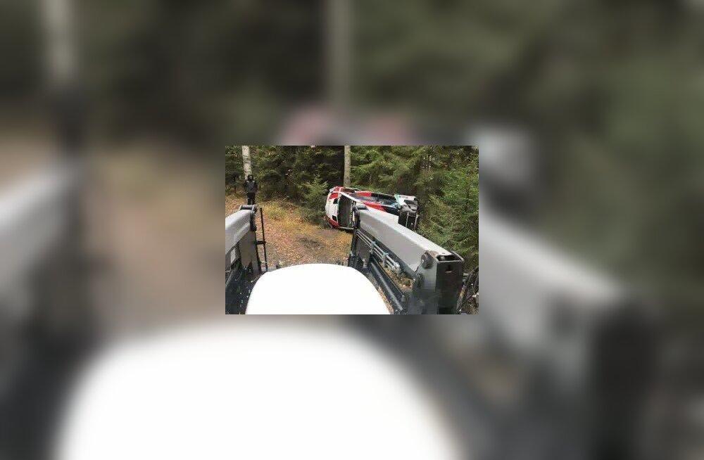 FOTO | Õel nali või karm tõsielu: kas Kris Meeke oskas tõesti juba esimesel testil Toyotaga avarii teha?