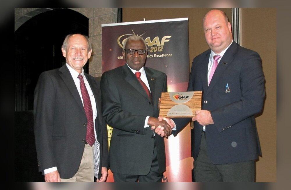 Euroopa Kergejõustikuliidu (EA) president Hansjörg Wirz (vasakul), Rahvusvahelise Kergejõustikuliidu (IAAF) president Lamine Diack ja Eesti Kergejõustikuliidu president Erich Teigamägi