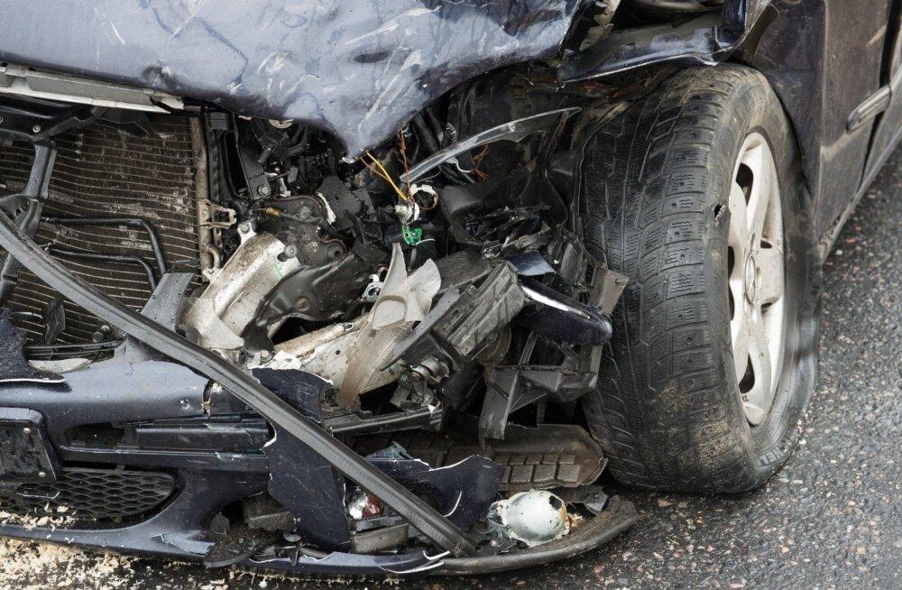 Liiklusõnnetus Pärnu mnt-Järvevana tee ristmikul