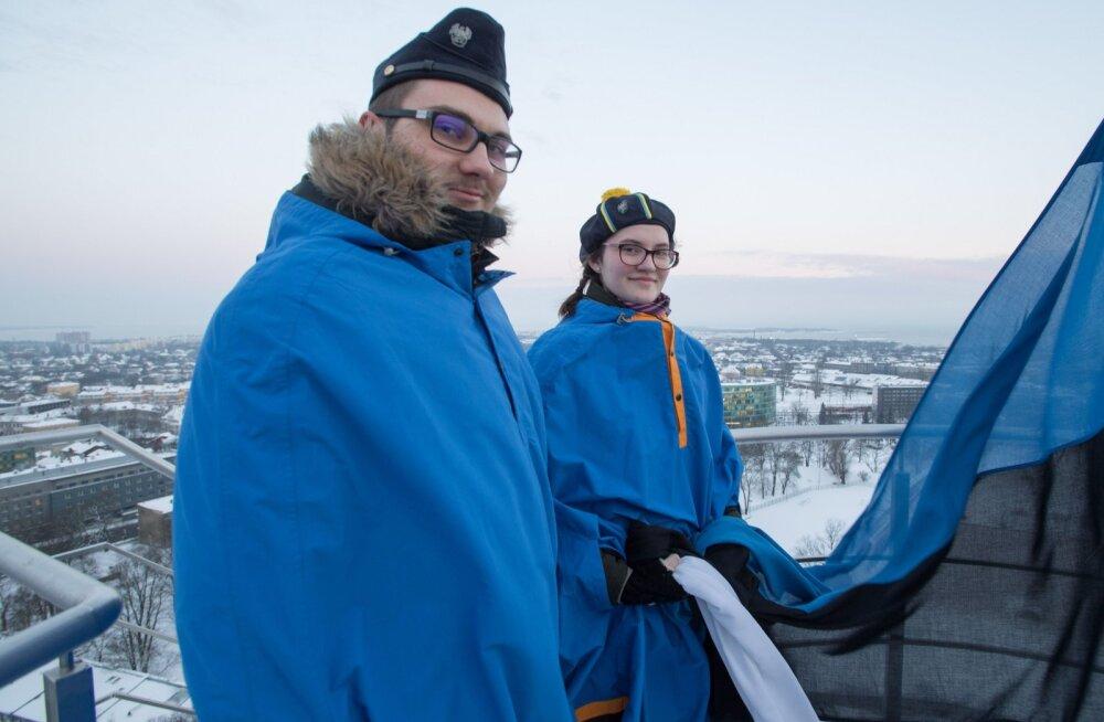 MEIE MAA | Saaremaa noored heiskasid lipu Pika Hermanni torni