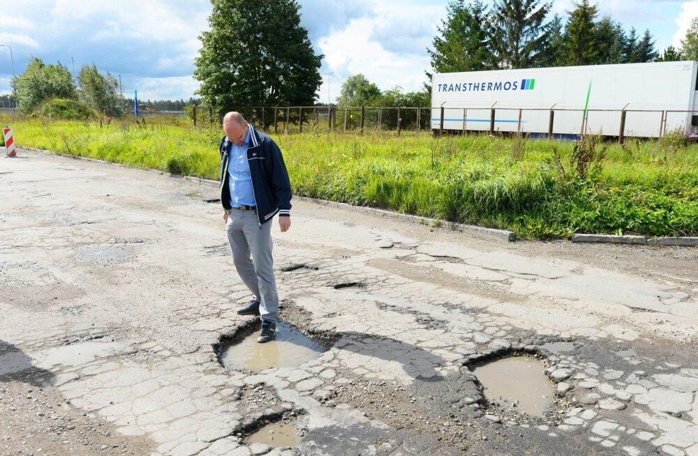 Eesti Pandipakendi juhataja Rauno Raali sõnul paneb ettevõte igal aastal teeparandusse paar tuhat eurot omast taskust.