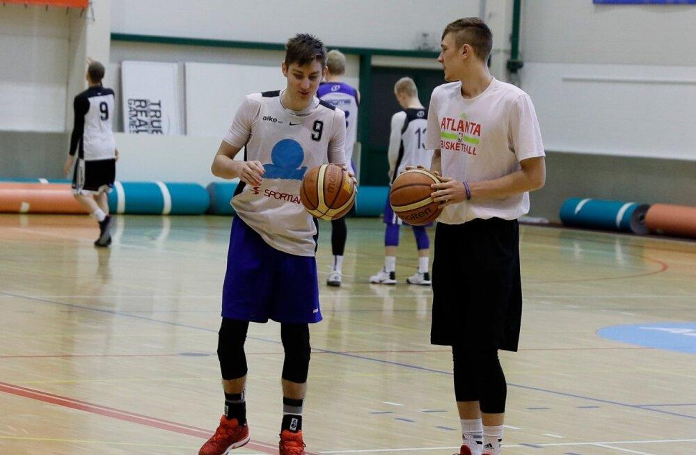Kullamäe ja Raieste U18 koondise treeningul