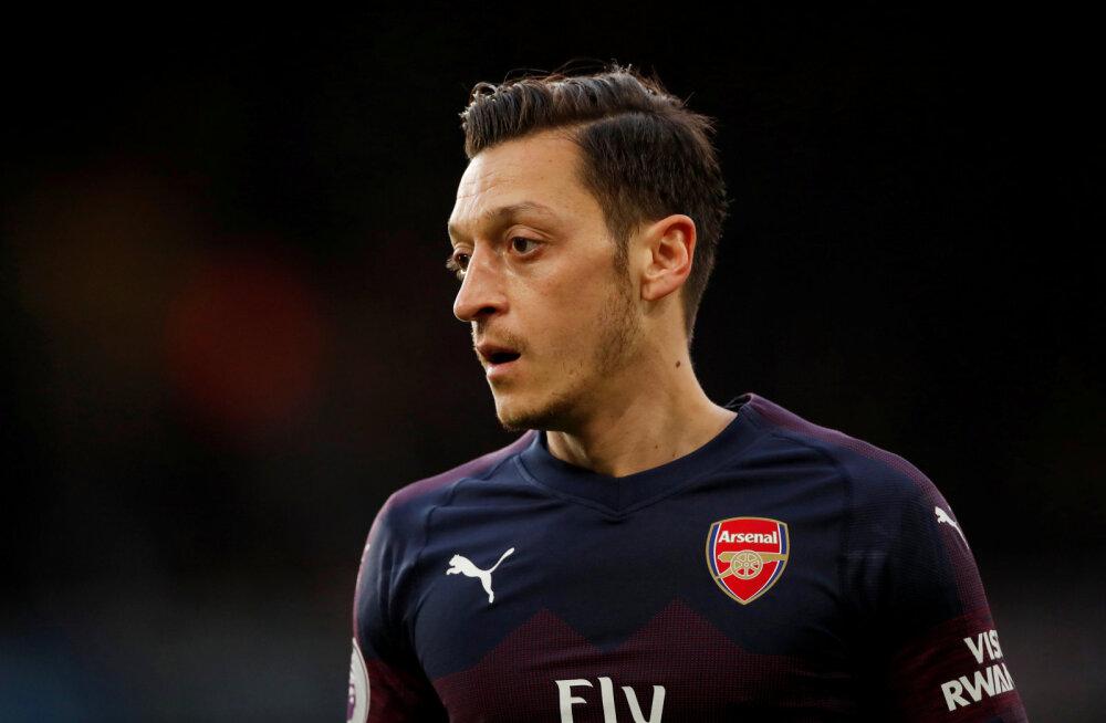 Uskumatu: Arsenali tähtmängijad on sattunud Londoni tänavajõukude omavahelisse sõtta, mehed on 24-tunnise jälgimise all