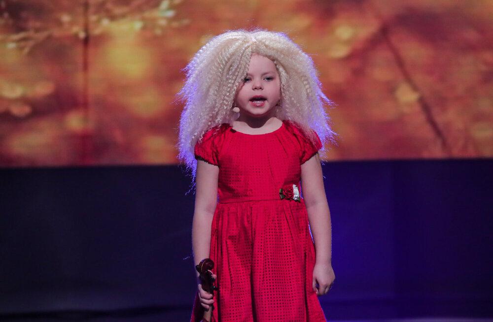 OTSE SUVETUURILE? 5-aastase Grete fantastiline Curly Stringsi hittloo kaver teeb originaalile silmad ette