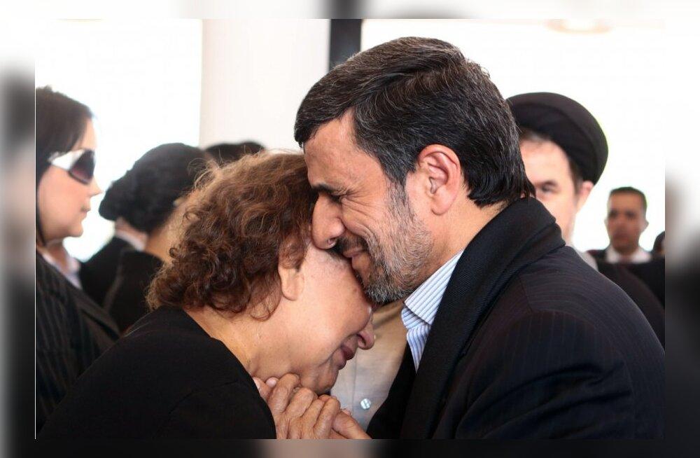 Iraani presidenti süüdistatakse islami reetmises Chávezi ema embamise eest