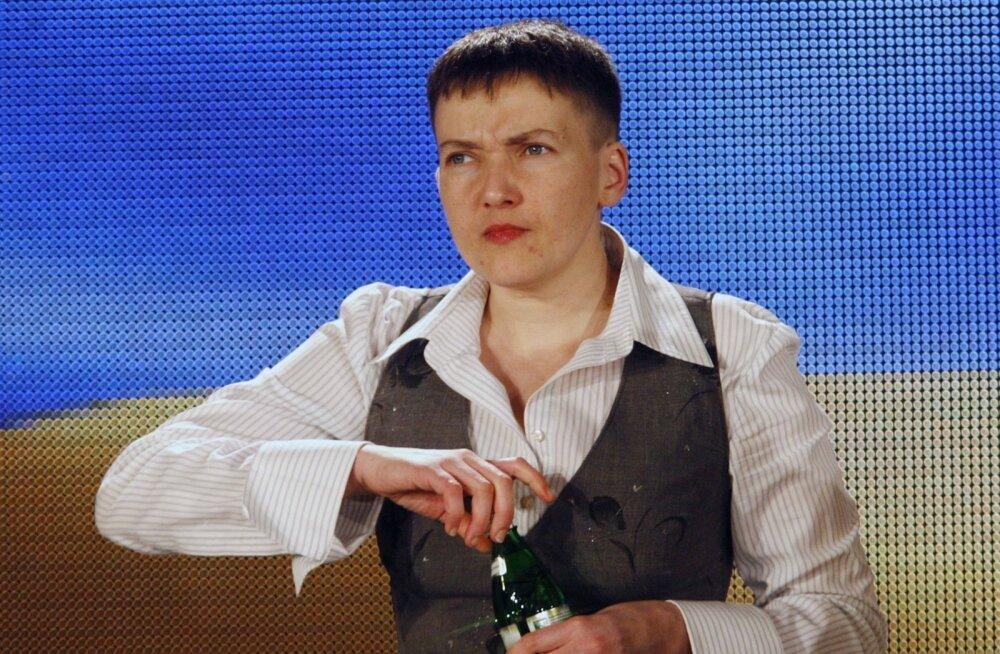 Nadia Savtšenko lendas Moskvasse kohtu all olevaid ukrainlasi toetama