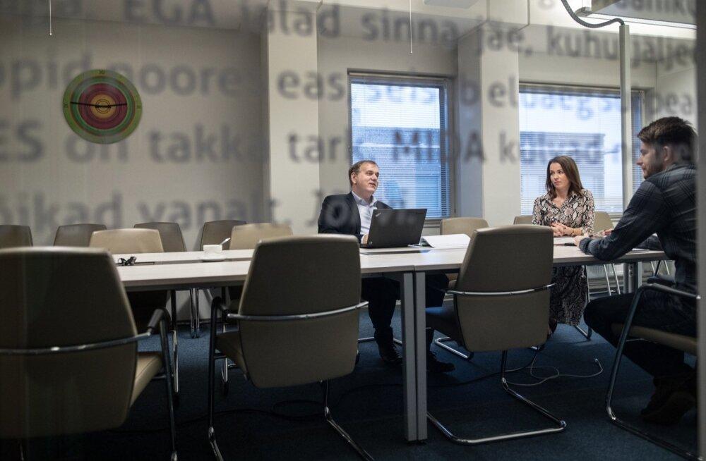 MTA teenuste osakonna teenusejuht Hannes Udde ja maksude osakonna juhataja Evelyn Liivamägi selgitavad, et inimeste jaoks toimus suur muutus, sest nad pidid hakkama mõtlema aastatulule.