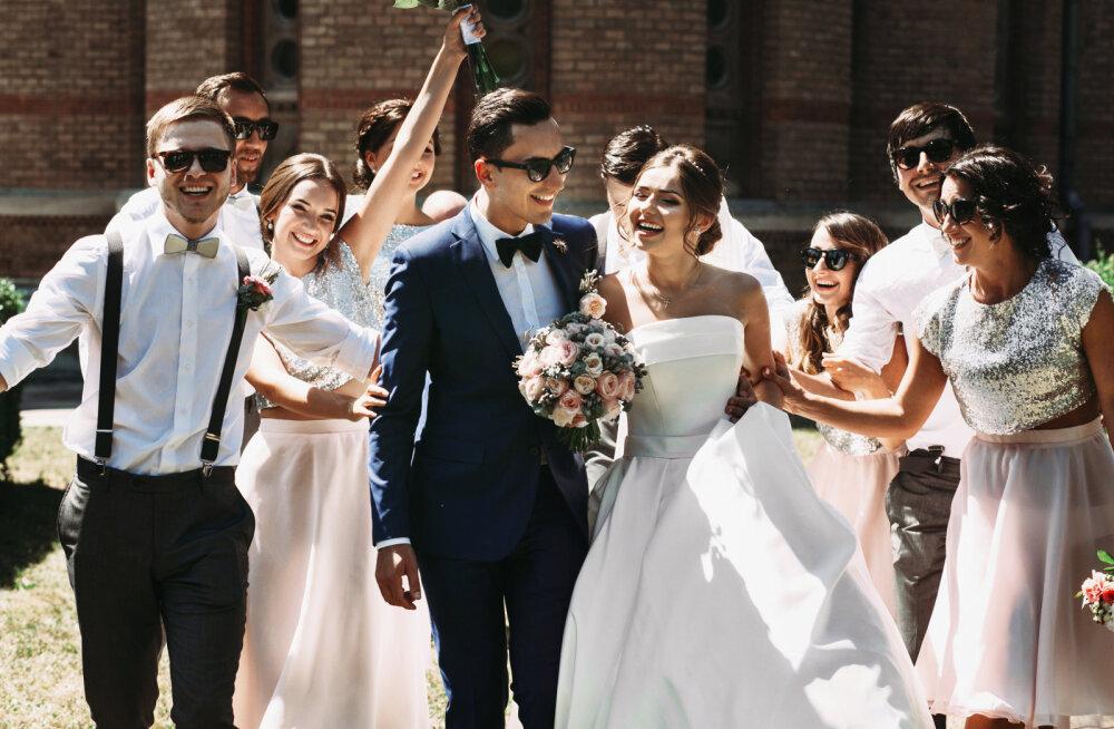 Täielikult ebaromantiline põhjus, miks on pulmades pruutneitsid ja peiupoisid