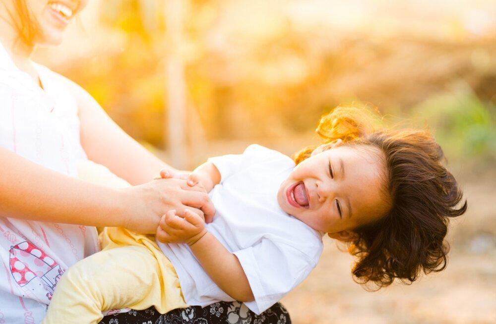 6881d17e692 Õnneliku pere õppetund: laps peab iga päev saama kinnitust, et sulle  meeldib temaga suhelda