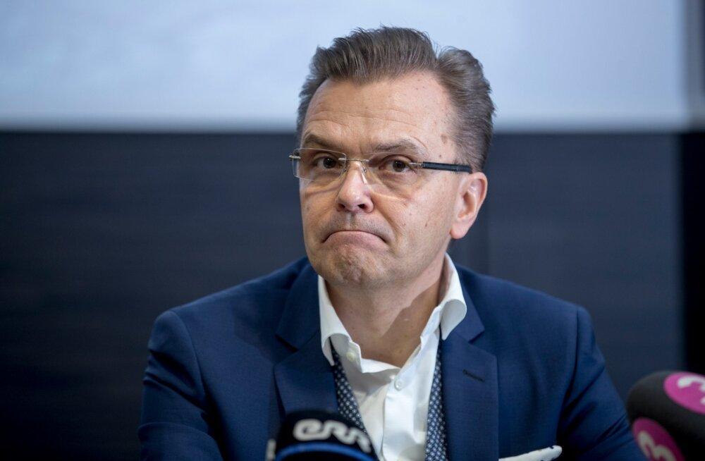 HKScani tegevjuht Jari Latvanen koondab juhtivtöötajaid.