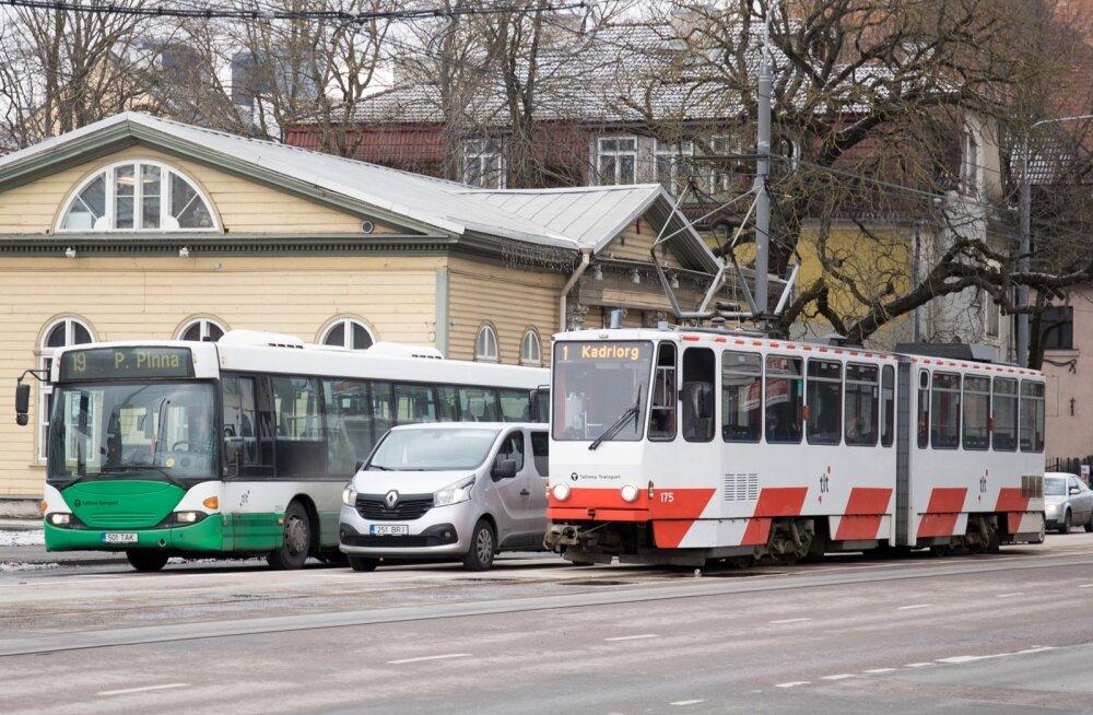 Pikalt takerdunud peatänava projekti murekoht on ühistransport.