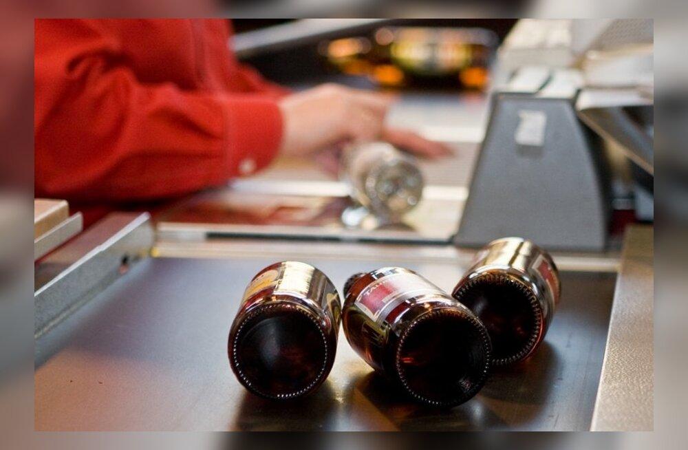 Alkoholikonverents: aktsiis tõuseb, transiit hakkab tööle: soomlased lähevad Lätti alkoholi järele