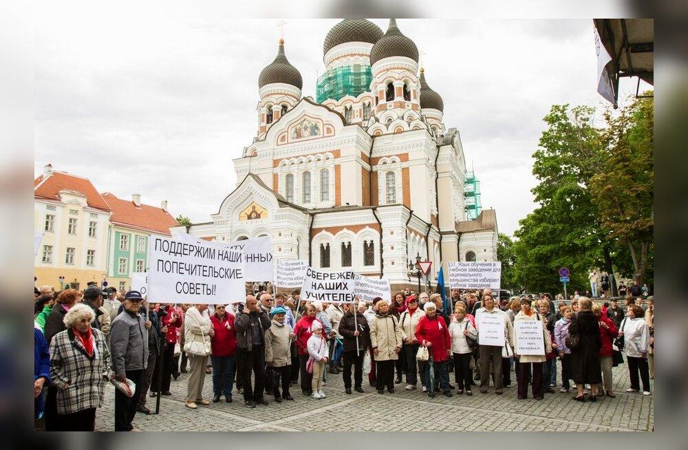 ФОТО: На Тоомпеа и в Нарве прошли митинги в защиту образования на русском языке