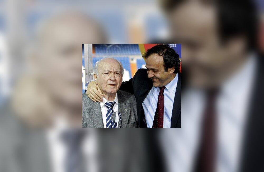 Reali legend Alfredo Di Stefano ja UEFA president Michel Platini (paremal)