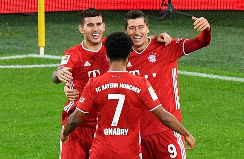 Bayerni mängijad järjekordset väravat tähistamas.
