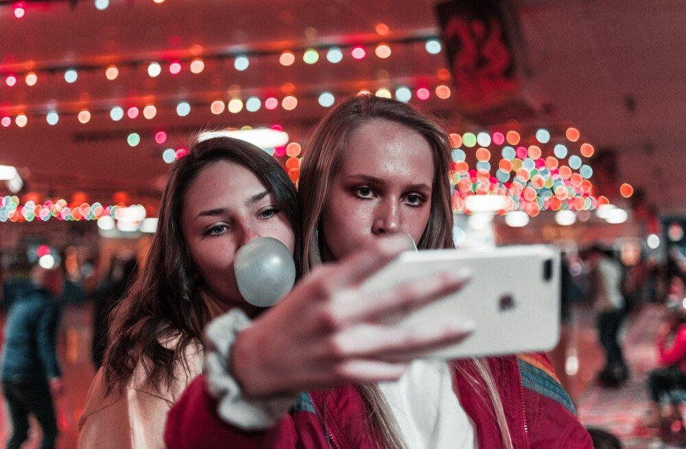 Pardinäo-selfidest kuulsuste kirjutatud lapsekasvatusõpikuteni — tüdinenud emad jagavad, milliseid tänapäeva trende nad kohe üldse ei salli