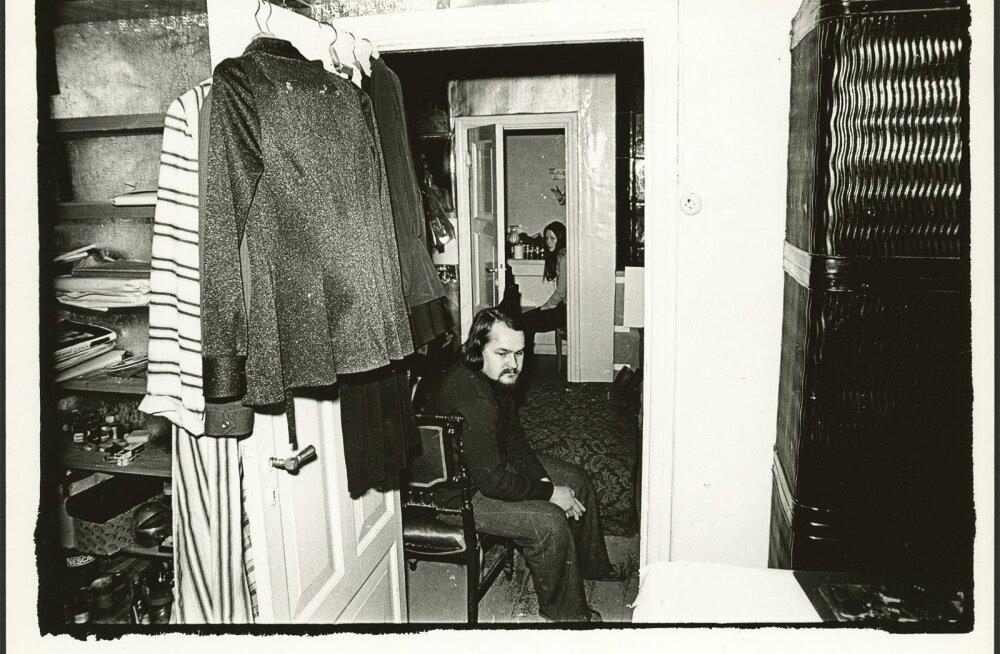 KUNSTNIKU ATELJEE: Leonhard Lapin ja Sirje Runge oma Kadriorus asunud keldriateljees aastal 1976.