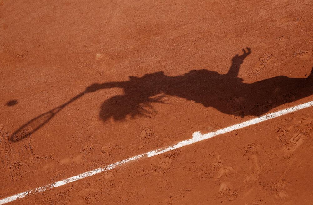 Maailma 223. reketi isa suri keset tütre tennisematši