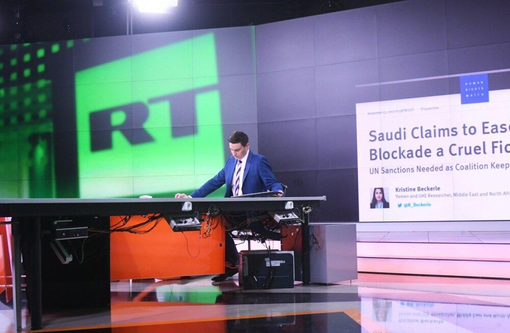 Uudisteankur Eunan O'Neill RT Moskva stuudios. Palka makstakse telekanalis hästi, aga jutt, mida selle eest ekraanil rääkida tuleb, on tihti täiesti sürreaalne.