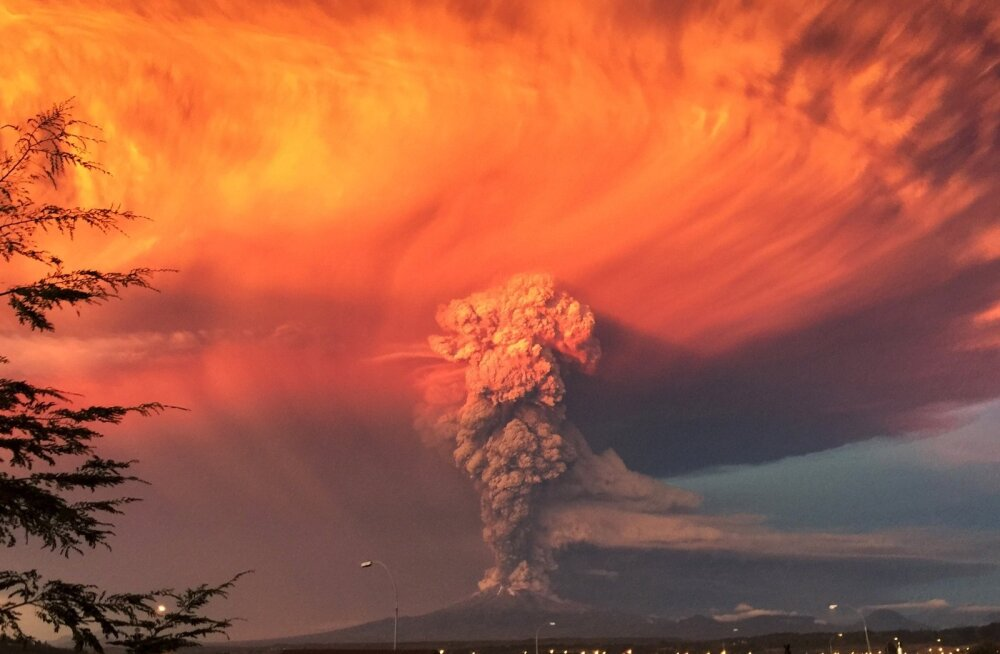 FOTOD ja VIDEOD: Tšiilis hakkas purskama Calbuco vulkaan, lähedalasuv linnake evakueeriti