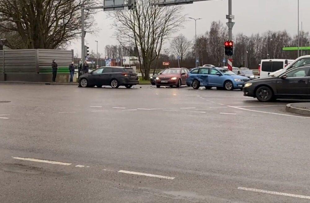 Несколько дней под Таллинном обесточивались потребители. Причина электриков удивила