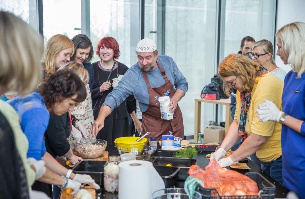 Peipsimaa maitsete aasta jooksul toimus palju selle piirkonna toitu tutvustavaid töötubasid, kus Tauno Laasik õpetas valmistama kalatoite.