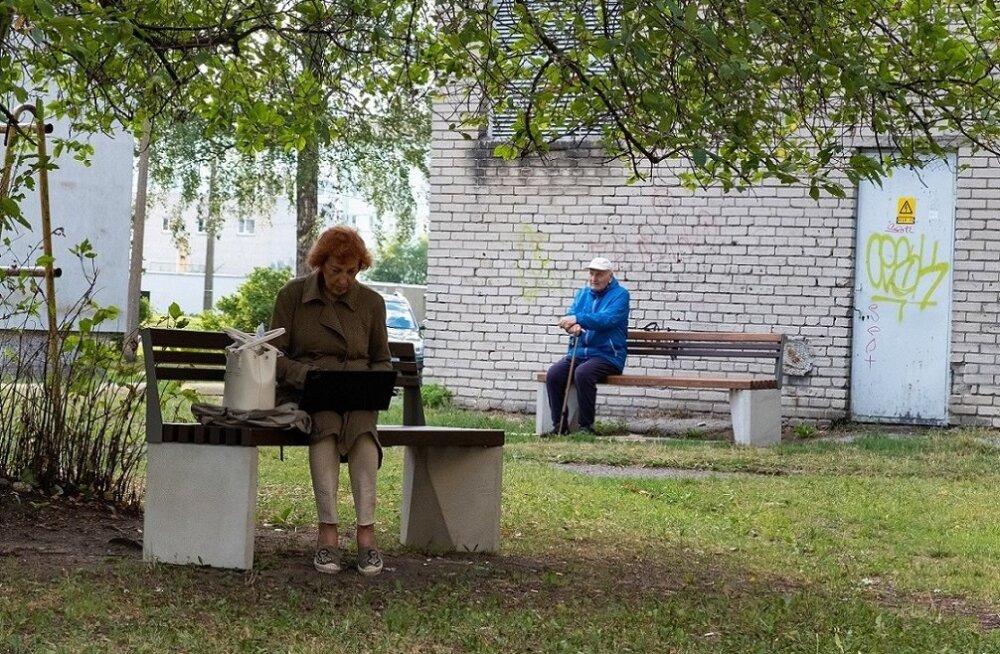 ФОТО: Подарок к 100-летию ЭР — 100 скамеек для пыхья-таллиннцев