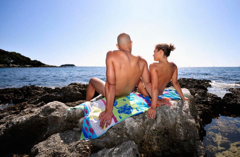 Rootsi nudistid on hädas rannas seksijatega, kes perepuhkused iga lapsevanema õudusunenäoks muudavad