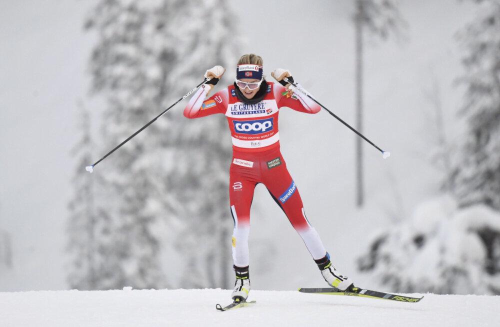 Therese Johaug jälitussõidus konkurentidele võimalust ei jätnud, Norrale kolmikvõit