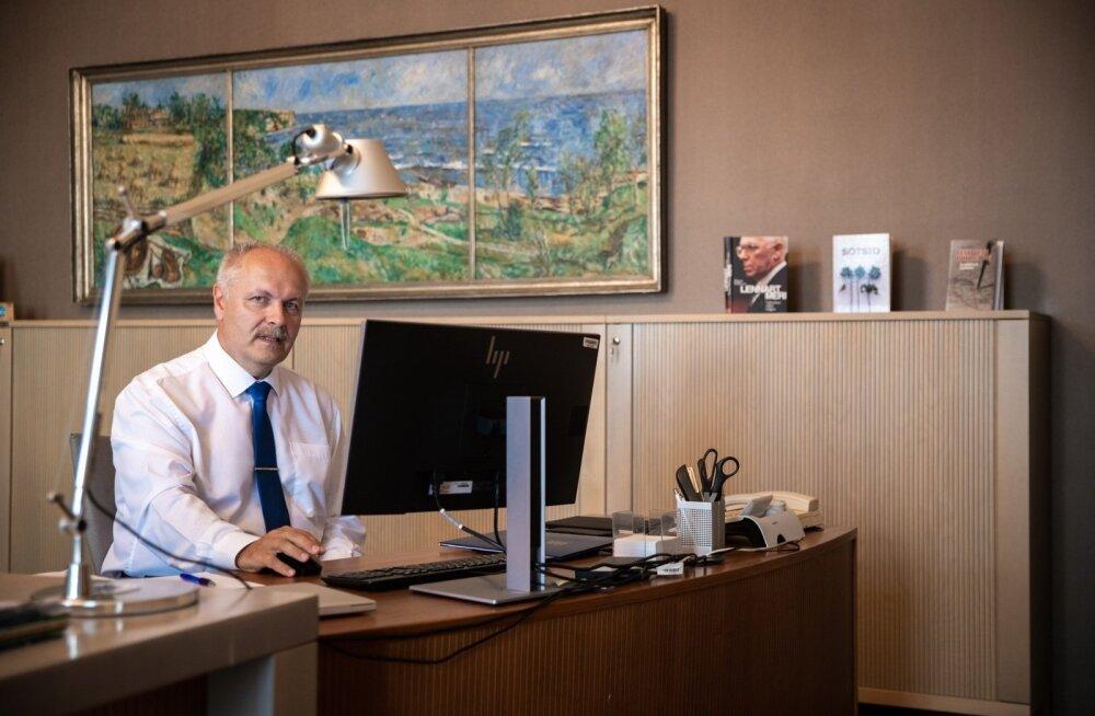 ФОТО: Смотрите, что повесил у себя в кабинете председатель Рийгикогу