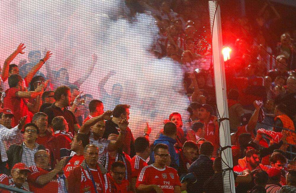 Kaheaastane laps sai Atletico - Benfica mängul ilutulestikuga pihta