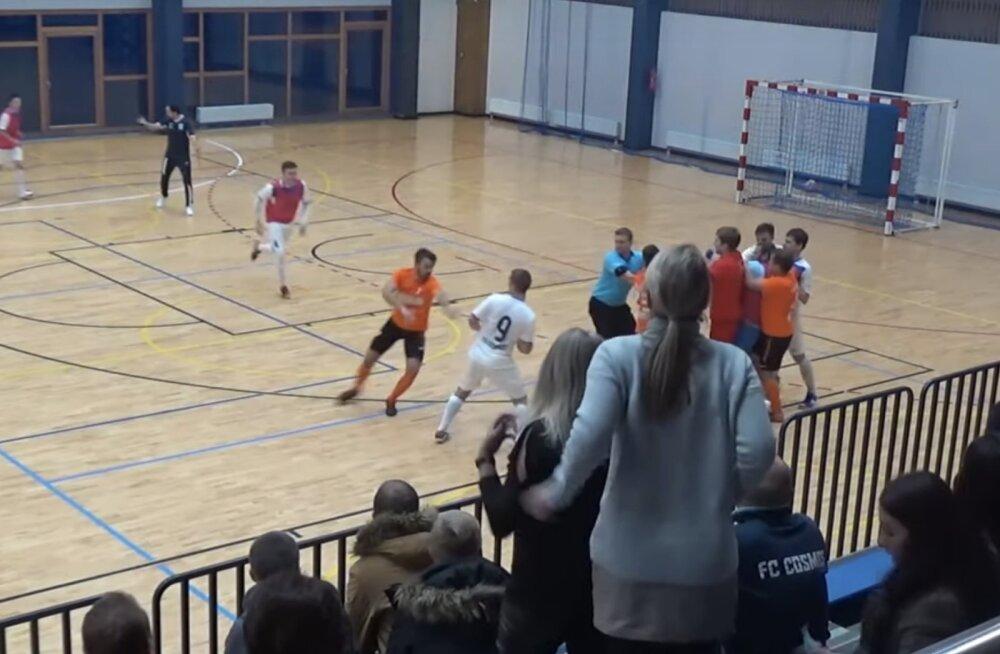 FC Cosmose ja Viimsi FC Smsraha mängus puhkes kaklus