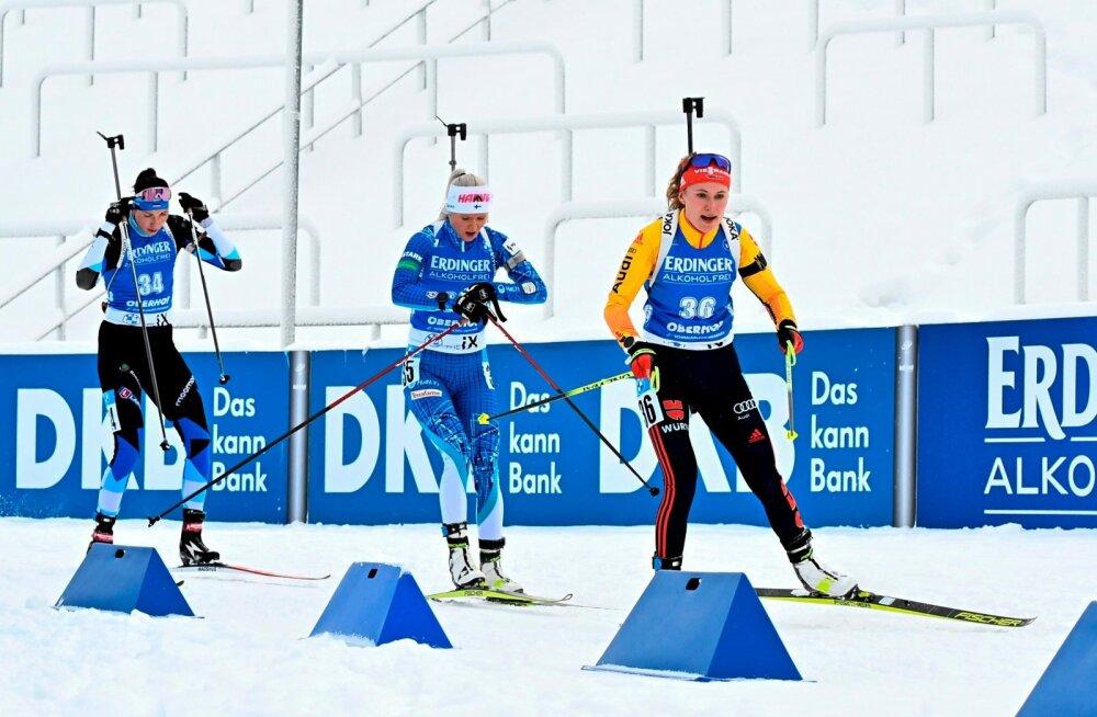 Tuuli Tomingas (vasakul) Oberhofi MK-etapil.