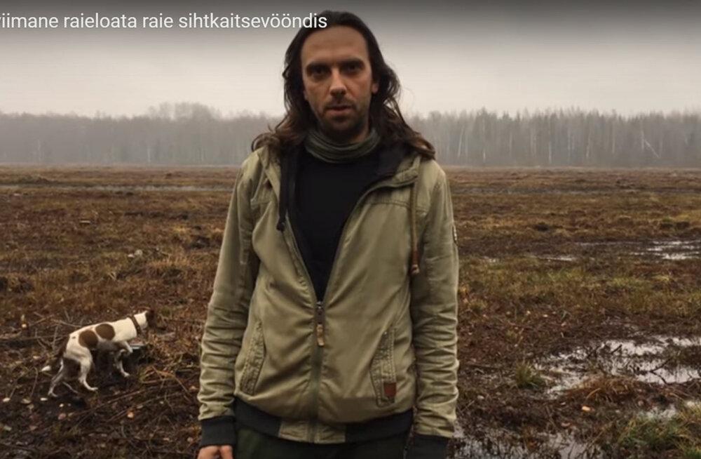 Looduskaitseaktivist Indrek Vainu protesteerib looduskaitsetööde vastu Soomaal