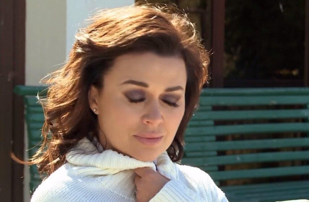 Анастасия Заворотнюк переехала в Италию, а ее дочь забирают?