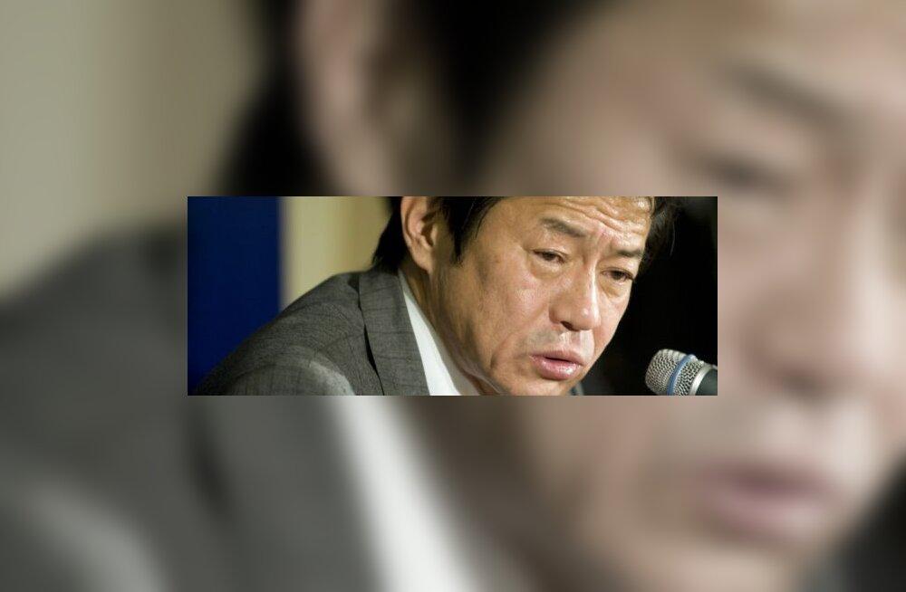 Jaapani rahandusminister esineb purjus peaga?